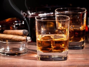 pantangan makanan agar cepat hamil alkohol